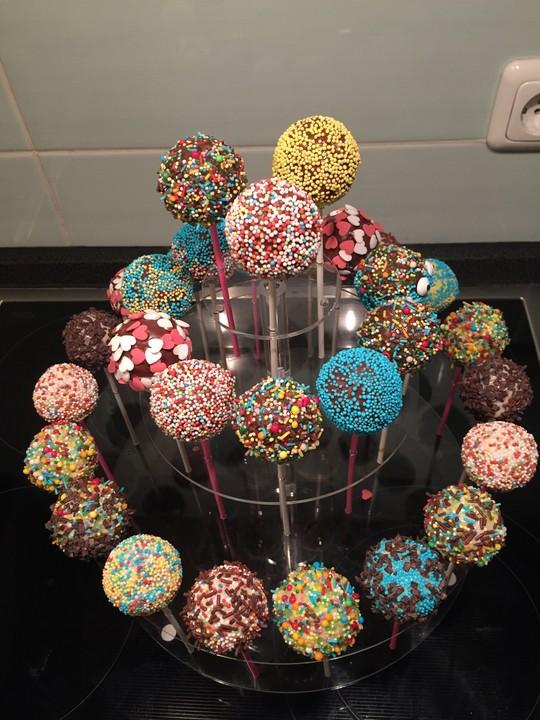 cake pops aus dem cake pop maker von amandea. Black Bedroom Furniture Sets. Home Design Ideas