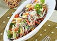 Gemüse-Käse-Salat mit Kürbiscrackern