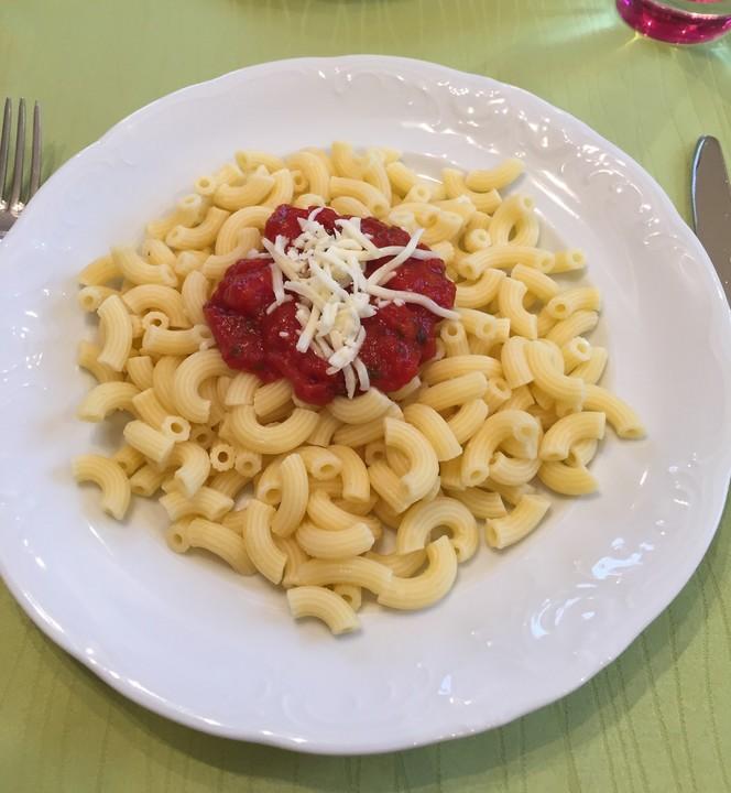 sahnige tomatensauce mit nudeln f r den schnellen hunger von mariechen1986. Black Bedroom Furniture Sets. Home Design Ideas