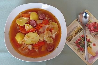 Weißkohltopf mit Knackern, Kartoffeln, Tomaten und Paprika