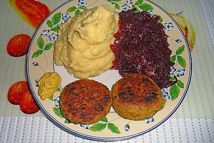 Haferbratlinge mit Apfelrotkohl und Kartoffelpüree 2