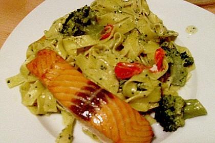 Nudeln mit Lachs - Brokkoli - Sauce 4