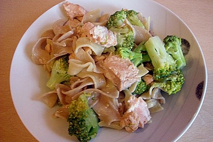 Nudeln mit Lachs - Brokkoli - Sauce 6
