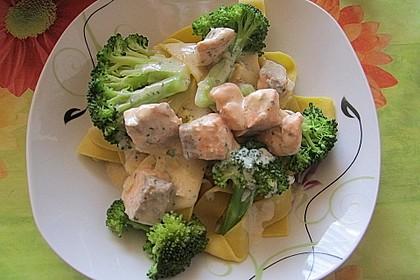 Nudeln mit Lachs - Brokkoli - Sauce