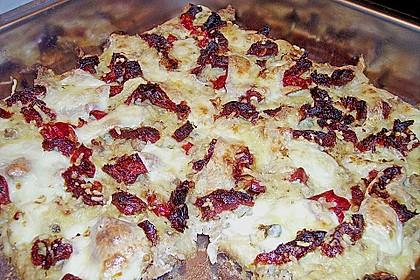 Brotauflauf mit Hackfleisch und Mozzarella