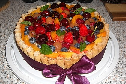 Cremiger Käsekuchen mit Früchten