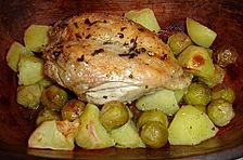 Hähnchen mit Kartoffeln und Rosenkohl im Römertopf