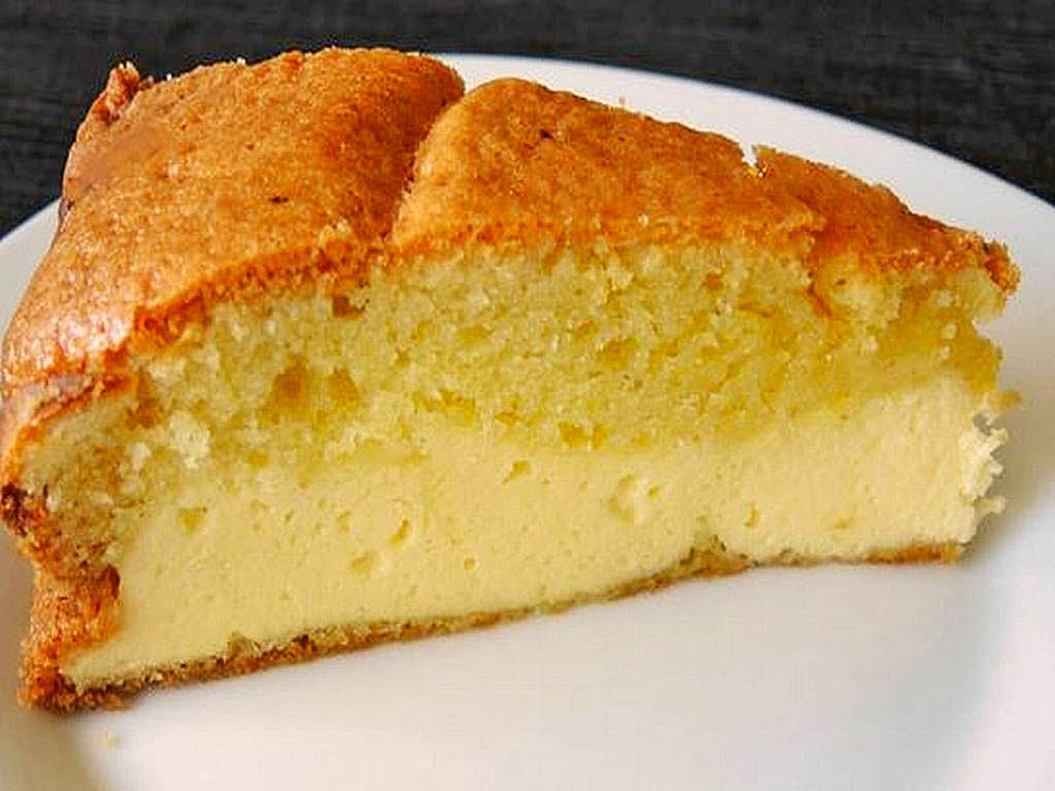 Dreh dich um kuchen mit pfirsich