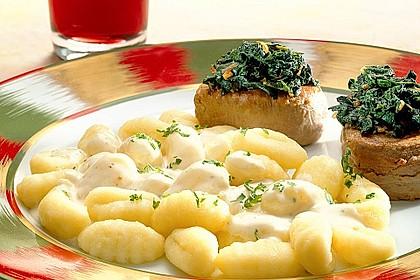 Schweinemedaillons mit Gnocchi in Käsesoße