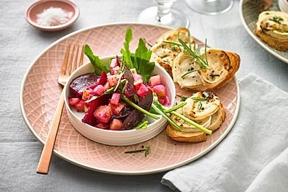 Rote Bete-Apfelsalat mit Ziegenkäse-Crostini 3