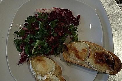 Rote Bete-Apfelsalat mit Ziegenkäse-Crostini 27