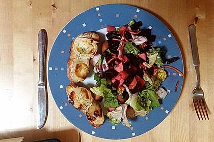 Rote Bete-Apfelsalat mit Ziegenkäse-Crostini 16