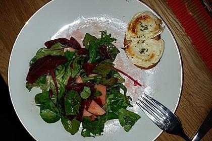 Rote Bete-Apfelsalat mit Ziegenkäse-Crostini 30
