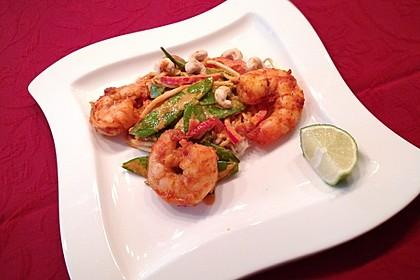 Rotes Thai-Curry mit Garnelen