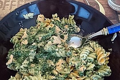 Bandnudeln mit frischem Spinat und Lachs 36