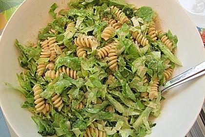 Nudelsalat mit geröstetem Brokkoli und Erdnuss-Seidentofu-Sauce