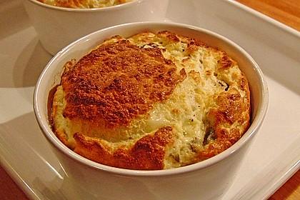 Roquefort-Soufflé mit Rosinen