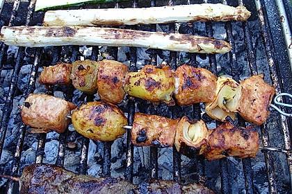 BBQ-Spieße mit mariniertem Schnitzelfleisch