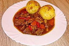 Gemüse-Rotwein-Gulasch