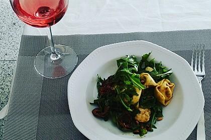 Tortellini-Rucola-Salat mit Pesto und Parmesan 26