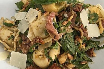 Tortellini-Rucola-Salat mit Pesto und Parmesan 14