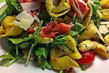 Tortellini-Rucola-Salat mit Pesto und Parmesan 9