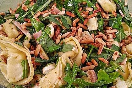 Tortellini-Rucola-Salat mit Pesto und Parmesan 13