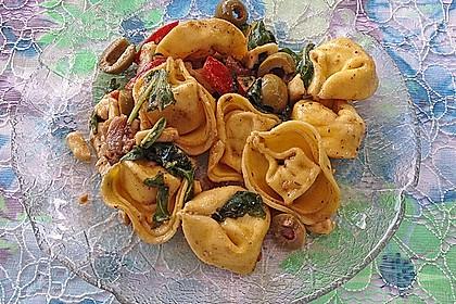 Tortellini-Rucola-Salat mit Pesto und Parmesan 11