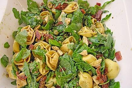Tortellini-Rucola-Salat mit Pesto und Parmesan 10