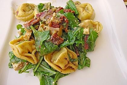 Tortellini-Rucola-Salat mit Pesto und Parmesan 15
