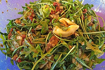 Tortellini-Rucola-Salat mit Pesto und Parmesan 4