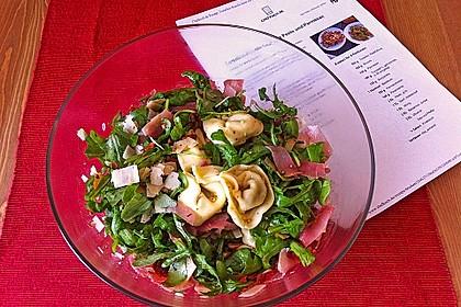 Tortellini-Rucola-Salat mit Pesto und Parmesan 1