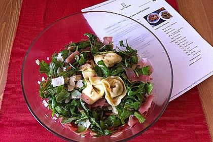 Tortellini-Rucola-Salat mit Pesto und Parmesan 17