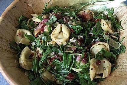 Tortellini-Rucola-Salat mit Pesto und Parmesan 8