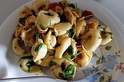 Tortellini-Rucola-Salat mit Pesto und Parmesan 19