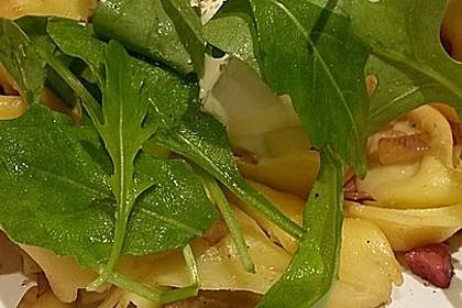 Tortellini-Rucola-Salat mit Pesto und Parmesan 12