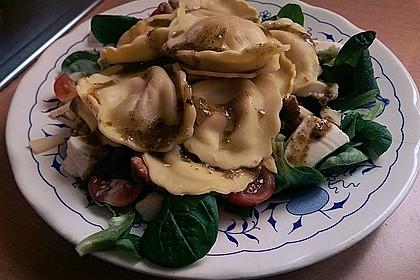 Tortellini-Rucola-Salat mit Pesto und Parmesan 5