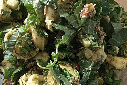 Tortellini-Rucola-Salat mit Pesto und Parmesan 18