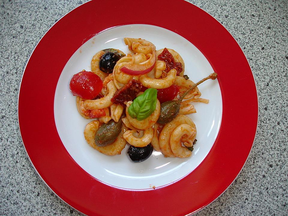 nudelsalat mediterran mit mozzarella oder schafsk se rezept mit bild. Black Bedroom Furniture Sets. Home Design Ideas