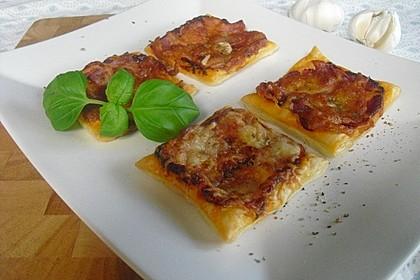 Blätterteig-Pizzastücke