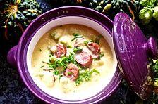 Kartoffelsuppe mit Erbsen und Mettwürstchen