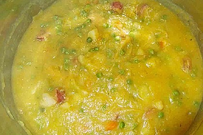 Kartoffelsuppe mit Erbsen und Mettwürstchen 69