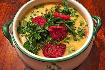Kartoffelsuppe mit Erbsen und Mettwürstchen 3