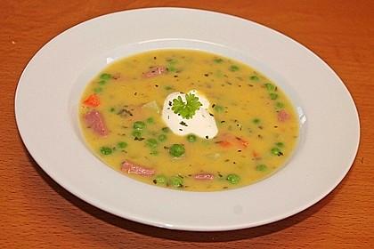 Kartoffelsuppe mit Erbsen und Mettwürstchen 30