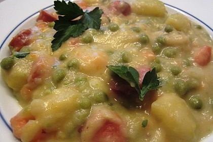 Kartoffelsuppe mit Erbsen und Mettwürstchen 23