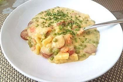 Kartoffelsuppe mit Erbsen und Mettwürstchen 27
