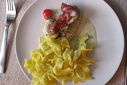 Jules Seelachs mit Schinken-Gemüse-Haube und Kräutersauce
