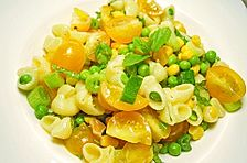 Nudelsalat gelb-grün