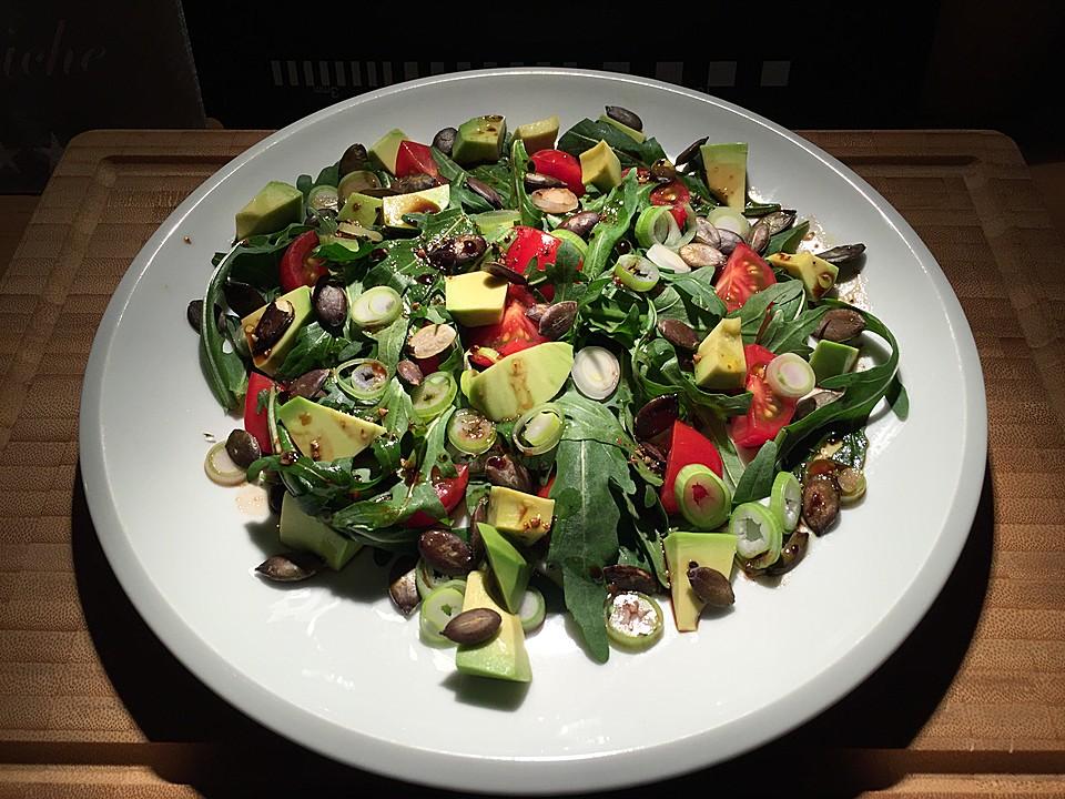 rucola avocado tomaten salat mit k rbiskernen rezept mit bild. Black Bedroom Furniture Sets. Home Design Ideas