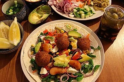 Falafel-Wrap mit Dattel-Schmand-Dip
